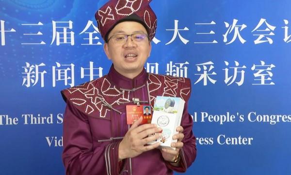 三份建议一部手机 全国人大代表黄炳峰的履职故事