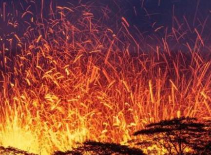 美国夏威夷火山喷发火山灰云 政府发布红色警戒