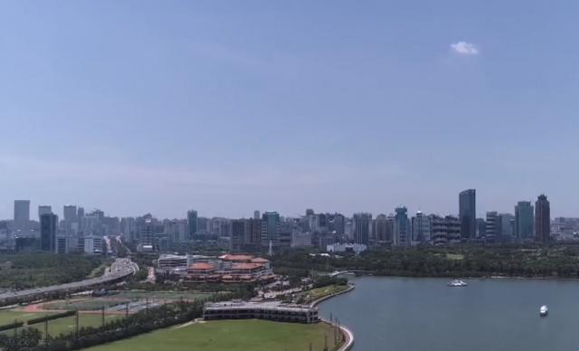 高空鸟瞰海口滨海城区风貌