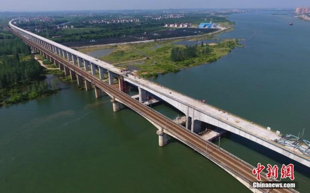 昌赣高铁泰和赣江特大桥顺利合龙