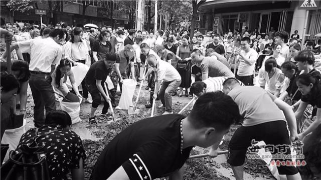 群众安危大于天 ——文县抢险救灾见闻