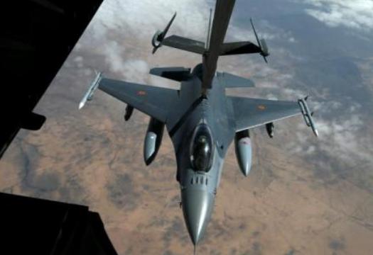 比利时空军战斗机起火烧毁并致两人受伤