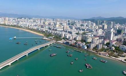 新华时评:在深化改革开放中书写海南自贸区建设新篇章