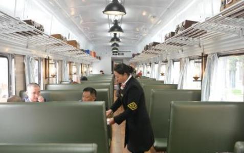 成都废弃绿皮火车变餐吧
