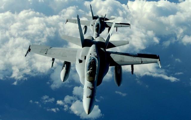 驻日美军再出事故 战斗机与空中加油机相撞双双坠海