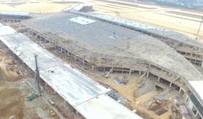 海南加速度:海口美兰机场二期扩建路桥工程A线高架桥合龙贯通