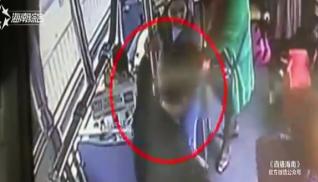 女子乘车钱包疑被偷 一看监控怎么会是他?