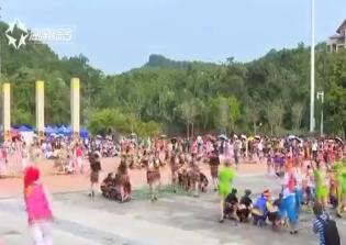 """萬人齊跳竹竿舞 攜手共慶""""三月三"""""""