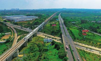 海南西线高速南山段右幅两处通道15日实施交通管制 车辆无需绕道