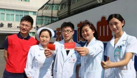 中国无偿献血人次20年连增 为何仍有人存献血误区?