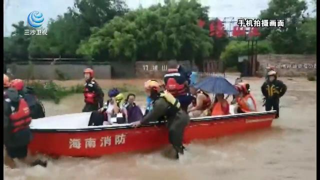 """抗擊臺風""""韋帕"""" 特寫:逆風冒雨 海口消防成功救援多名被困群眾"""
