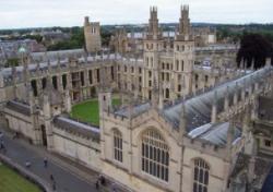英劍橋女大學生跳機身亡 警方稱或因疫苗過敏反應
