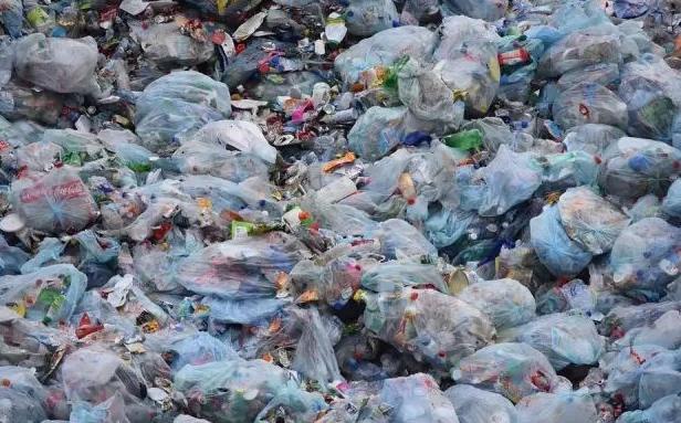 """美科州下起""""塑料雨""""!研究稱90%雨水含塑料纖維"""