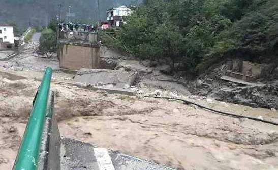 生死竞速、守望互助、永不放弃——直击汶川强降雨洪水泥石流救灾