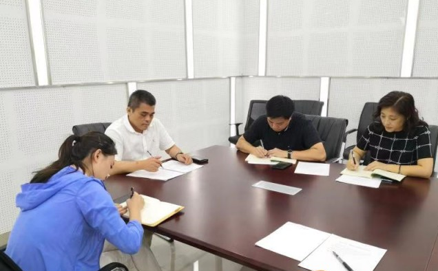 新闻中心第一、第四党支部召开主题教育专题组织生活会