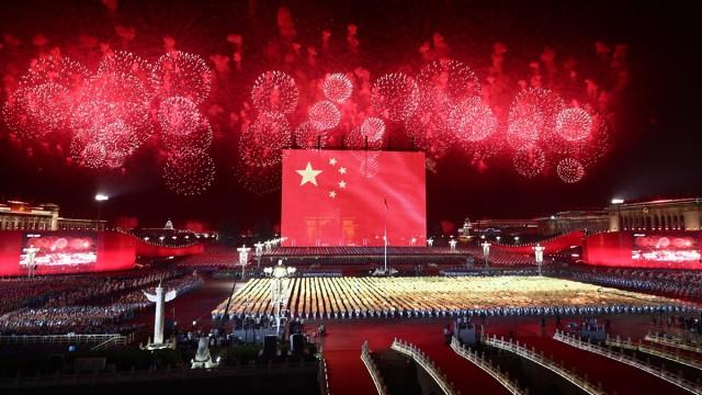 张艺谋团队详解国庆广场大联欢 高难度特效焰火致敬人民