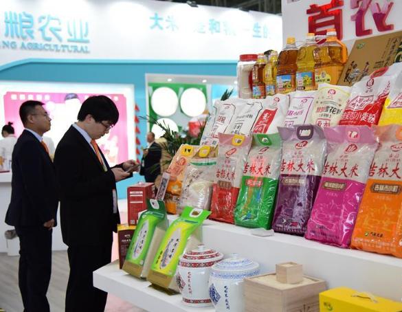 """水稻种出""""新花样"""",""""大米节""""上的特色产品"""