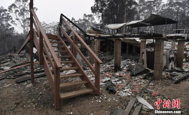 澳大利亞新南威爾士林火持續 當地房屋遭燒毀