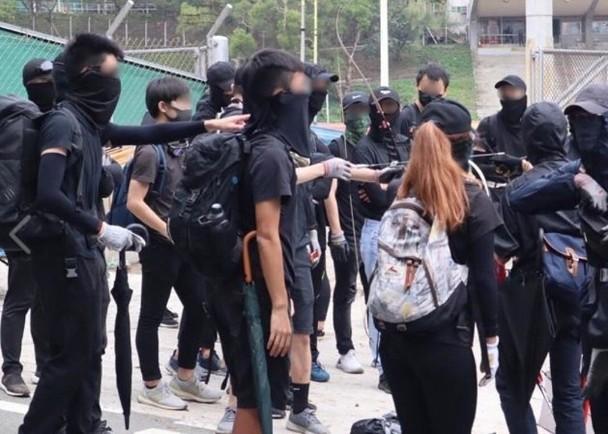 校園淪為火場,港中大暴徒投擲200余枚汽油彈