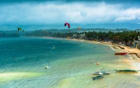 菲游船长滩水域倾覆 中国游客1亡3伤