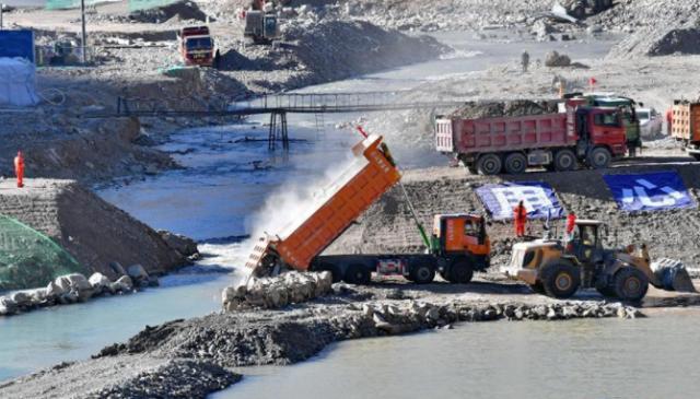 西藏湘河水利工程如期成功截流