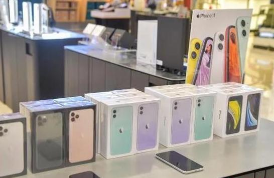 海南离岛免税新增品种上架展示,明天起每人每次可购4台手机