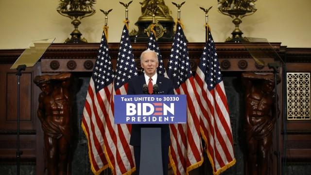 """拜登在费城发表公开演讲:特朗普正在煽动""""仇恨之火"""""""