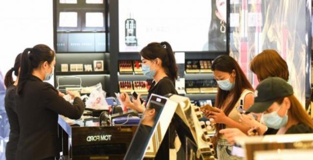 海南离岛免税新政首周离岛旅客累计购物4.5亿元