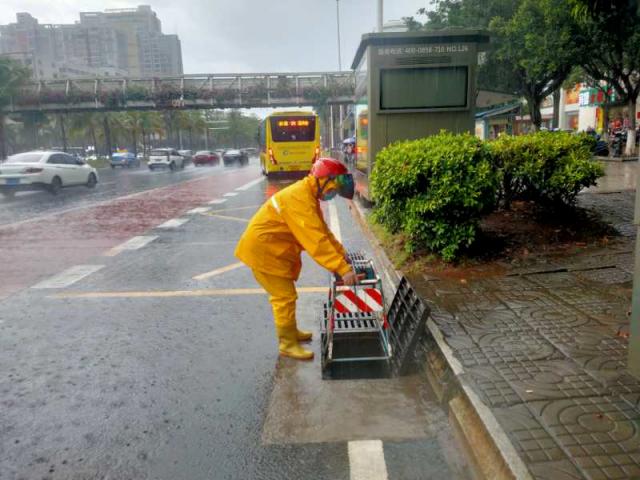 海口市中心城区道路积水已全部退完