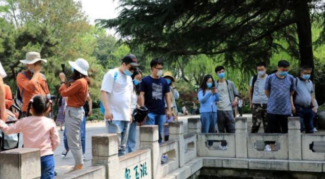 文旅部:游客国庆中秋错峰预约出行 做好个人防护