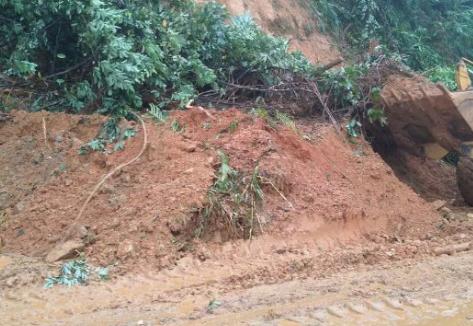 受暴雨影响 陵水省道S215长本线五处发生山体滑坡