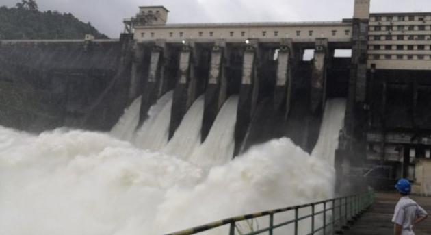 琼海:强降雨水库水位上涨 牛路岭水库泄洪