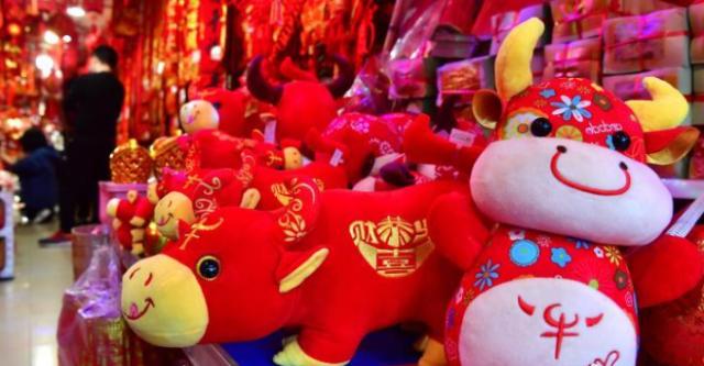 福州:春节临近 新春饰品走俏