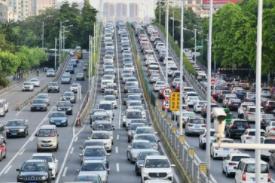 最新!16日下午环岛高速公路多处路段因车流量大 车辆缓慢通行