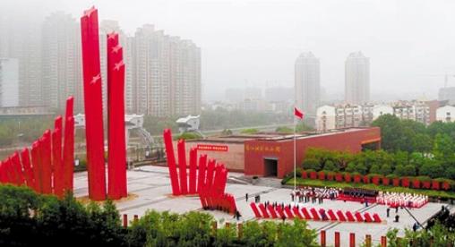 【奋斗百年路 启航新征程】红旗飘扬在南京城