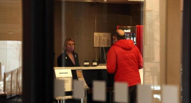 加拿大实施防疫新规:入境客须接受强制病毒检测