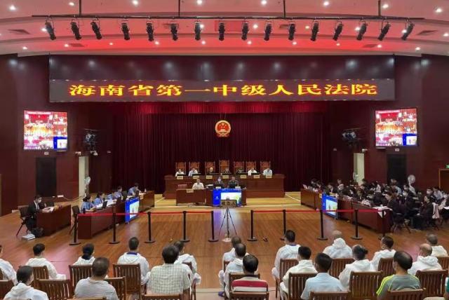 文东清等32人涉嫌组织、领导、参加黑社会性质组织犯罪一案公开开庭审理