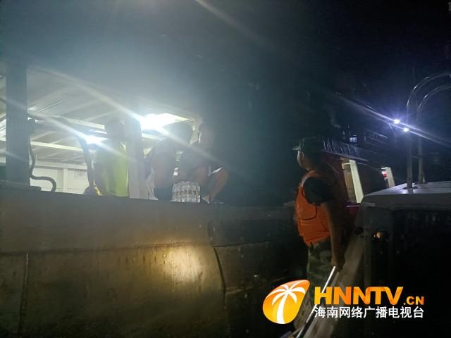 海南海警深夜救援一名中毒昏迷渔民
